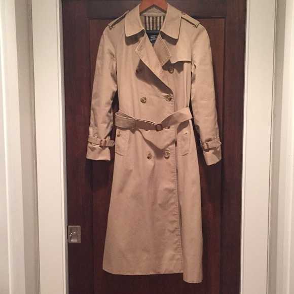 Burberry Jackets & Blazers - Burberry Trenchcoat, size 8L